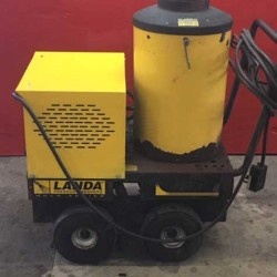 Landa VHW 4GPM @ 2000PSI Hot Pressure Washer Used, Tested Good
