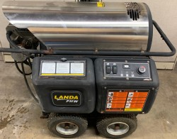 Landa PHW4-22024A 4GPM @ 2200PSI Hot Pressure Washer Used, Tested Good